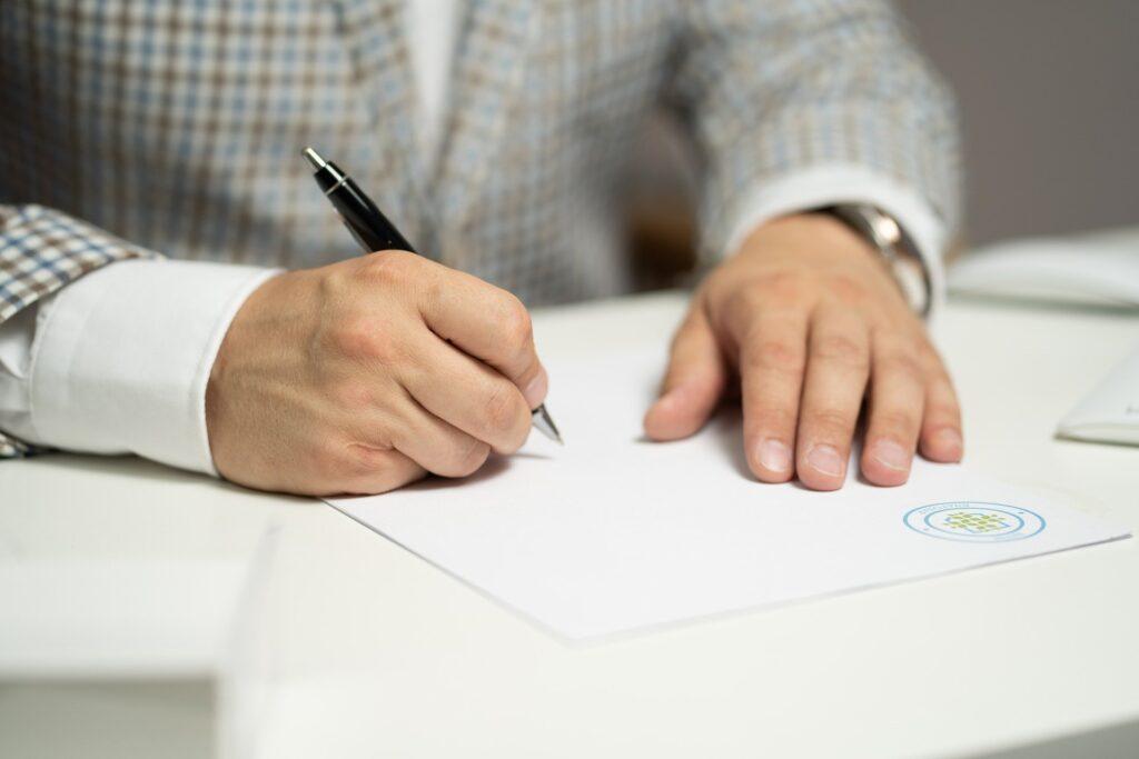 【タイの商習慣・ビジネスマナー】5. 書類にはパスポートと同じサイン